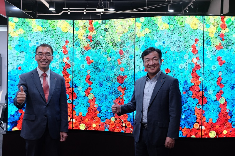 David Oh, Managing Director, LG Electronics (M) Sdn Bhd, and D.B. Kim, Asia HE B2B Business Department, Asia Region, LG Electronics.