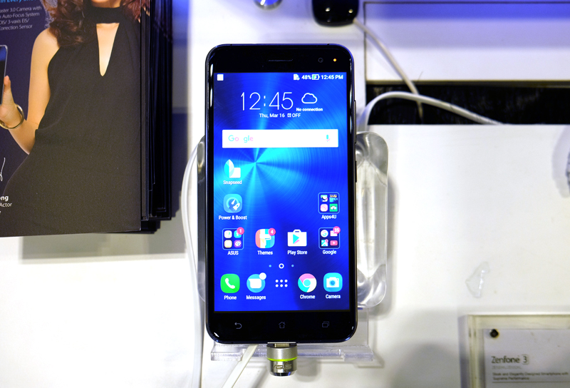 The ZenFone 3 is powered by a Qualcomm Snapdragon 625 processor with 3 or 4GB RAM. The phone has a 5.5-inch Full HD display and runs on Android 6.0 Marshmallow. Pick up the 3GB/32GB storage version for $398, and the 4GB/64GB storage version for $498