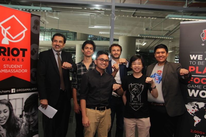 From L-R, back row: Gurpardeep Singh, Vice President, Operations, APIIT Education Group; Mark Sargeant, Program Lead, Student Ambassador Program, Riot Games; Benjamin Pommeraud, General Manager, Riot Games Singapore and Malaysia; and Hasnul Hadi Samsuddin, Director of Creative Content and Technologies Division, MDEC, with two of the 28 student ambassadors.