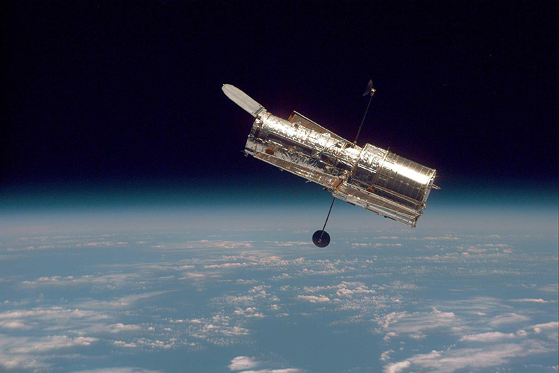 Image of Hubble against the Earth's Horizon after its second servicing mission in 1997.