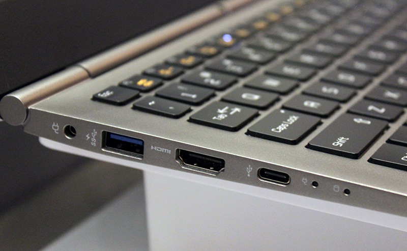 Even though the gram 13 weighs well under a kilogram, it has full-size USB and HDMI ports.