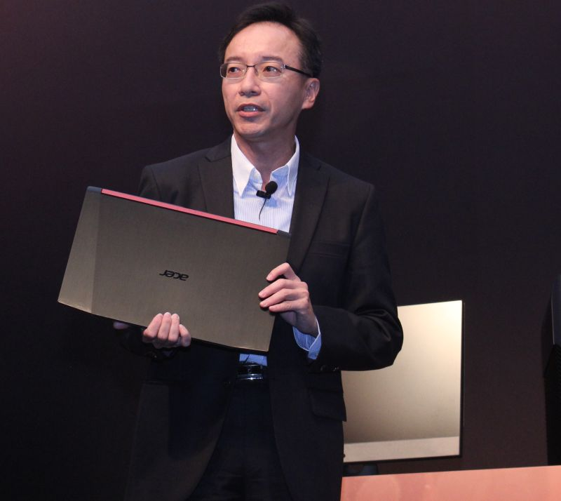Jerry Kao, President of IT Products Business, Acer, holding what is supposedly a Ryzen-based Acer gaming notebook.