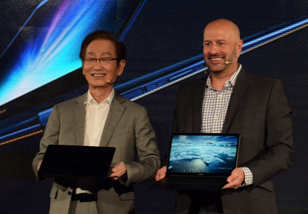ASUS Chairman Jonney Shih (Left) and Intel Corporate Vice President of Client Computing Gregory Bryant (Right)