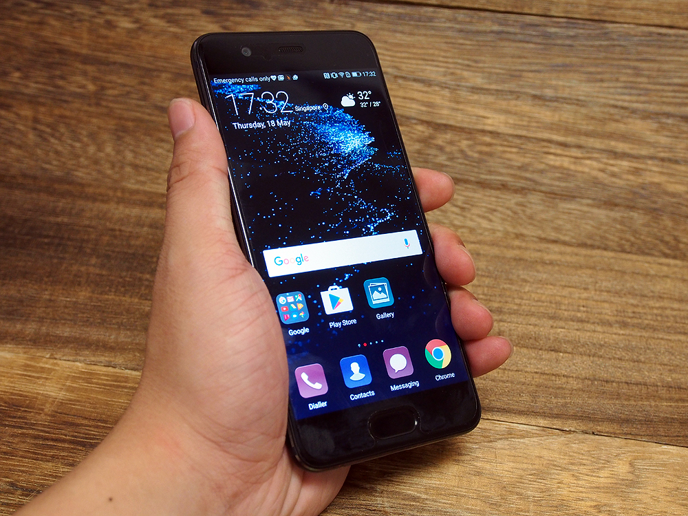 The P10 in hand.