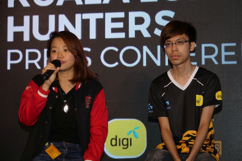 Fern Yeap, Partnerships Manager, Game Operations, Garena Malaysia, and Poon 'Ozora Veki' Kok Sing, Team Captain of Kuala Lumpur Hunters during the announcement event.