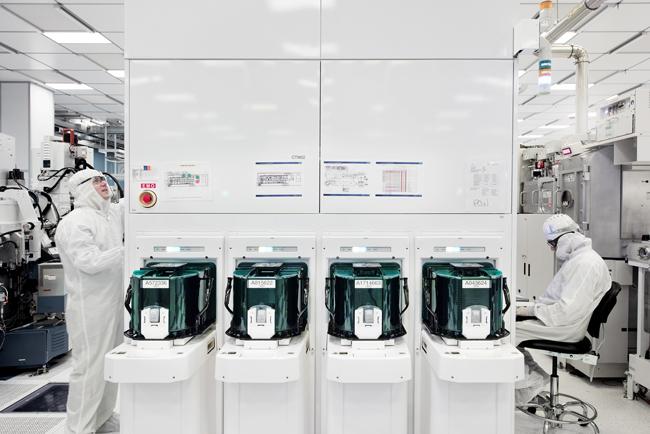 Preparing test wafers with 5nm silicon nanosheet transistors.