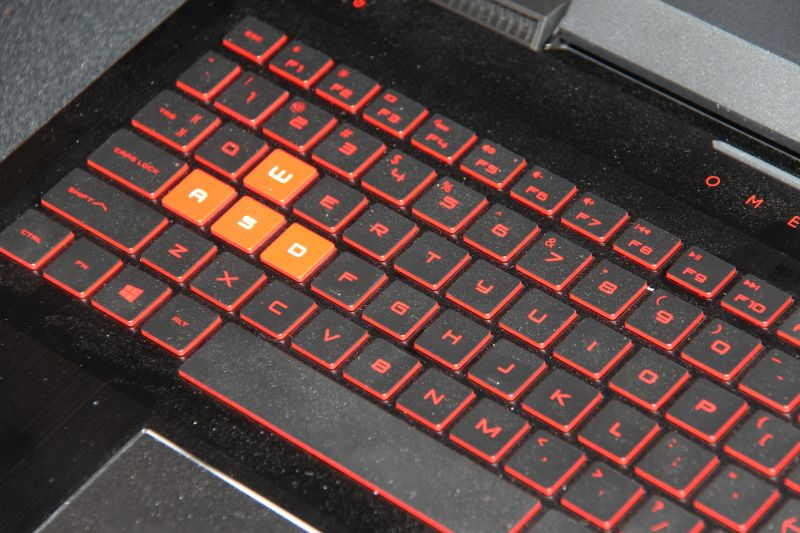 The accented WASD keys of the OMEN 17.