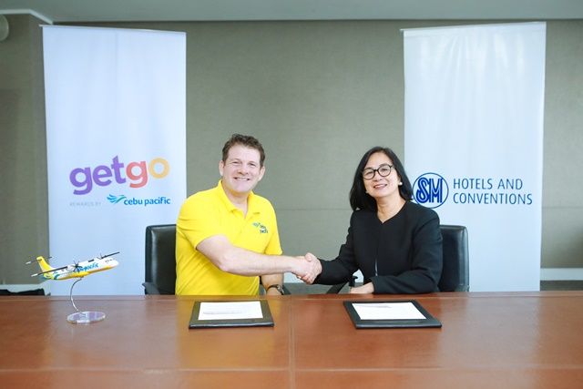 GetGo Loyalty Division general manager Nik Laming and SM Hotels and Conventions Corp. executive vice president Peggy Angeles seal the partnership during the MOA signing.