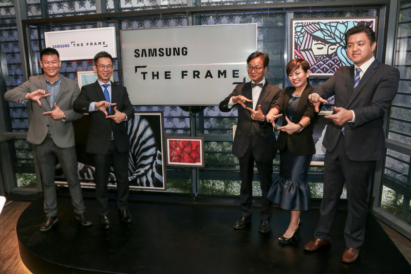 From L-R: Vincent Lee, Head of Audio Visual Business Units, Samsung Malaysia Electronics; Jimmy Tan, Head of Consumer Electronics Business, Samsung Malaysia Electronics; Lee Sang Hoon, President of Samsung Malaysia Electronics; Elaine Soh, Chief Marketing Officer, Samsung Malaysia Electronics; Kim Jin Ho, Business Manager of Audio Visual, Samsung Malaysia Electronics.