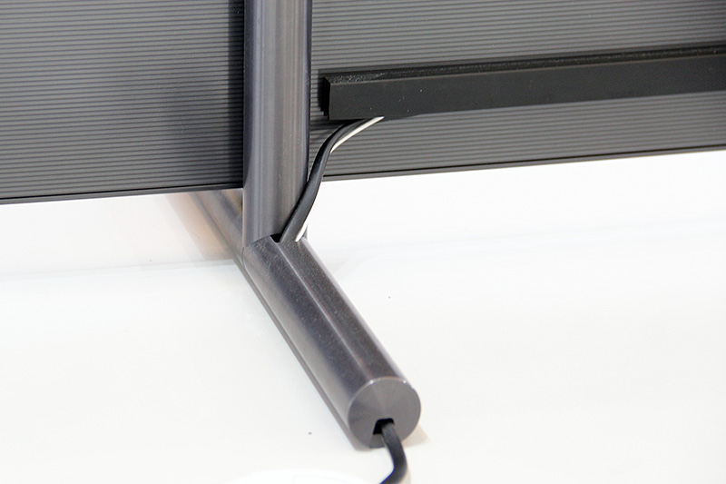 For the couple of cables that do go to the back of the TV, there will be a way to hide them in the stand. Here's how it looks like on the Q9F, but you'll find similar hiding places for the other QLED TVs' stands and even on the optional stands. You can tell that Samsung has mulled a lot over attention to detail.