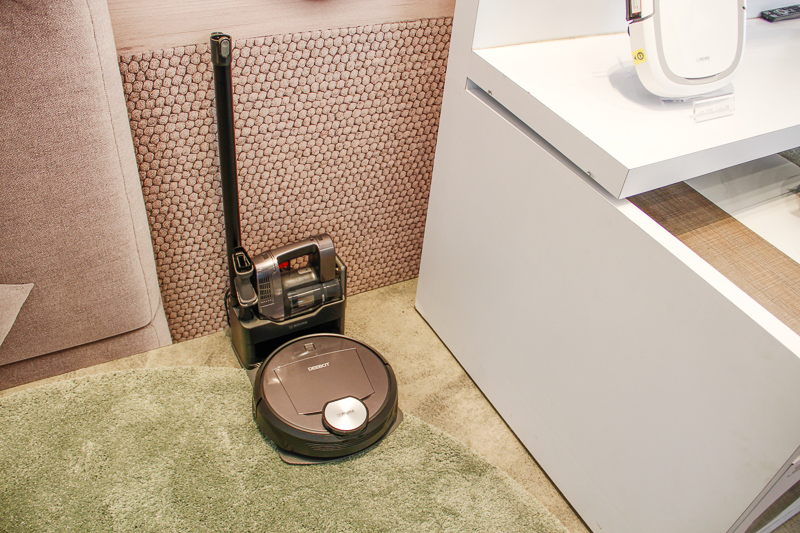 The R98 comes with a detachable cordless handheld vacuum, which charges at the same docking station as the robot vacuum.