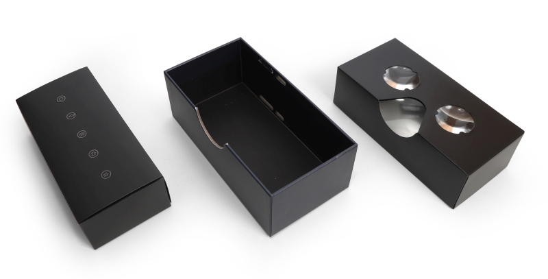The box on the left contains the user manual and eject pin. It, in turn, sits in between the main box in the center and the VR lens holder on the right.