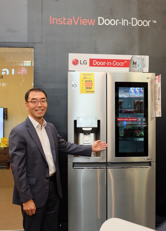 David Oh, Managing Director of LG Electronics (M) Sdn Bhd with the Smart InstaView refrigerator. Just knock twice on the tinted glass panel to see the drinks and snacks within.