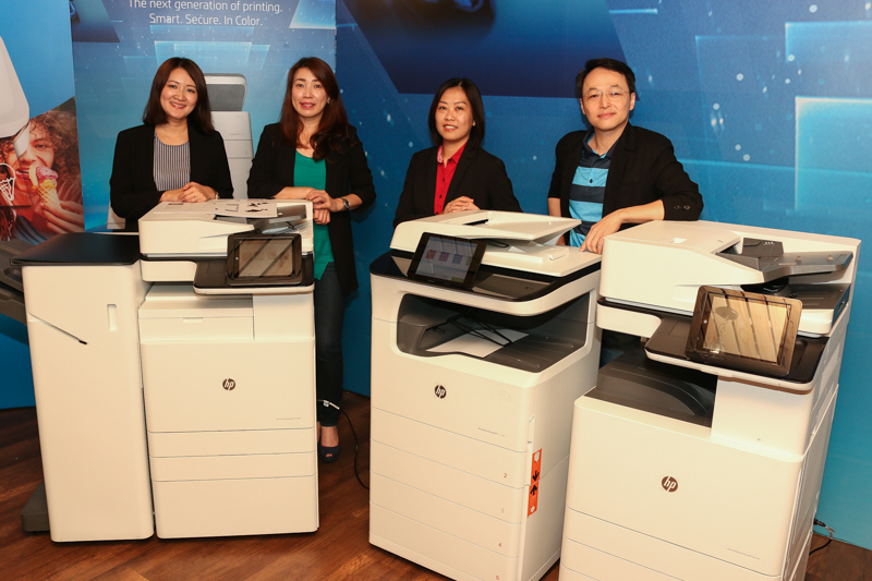 From L-R: Yap Phei Leen, Market Development Manager, Office Printing Solution (OPS), HP PPS Sales Sdn Bhd; Kym Lim, Managing Director, HP PPS Sales Sdn Bhd; Wong Yuen Lai, Business Director, Print Category, HP PPS Sales Sdn Bhd and James Liew, Country Technical Consultant, HP PPS Sales Sdn Bhd, together with the HP A3 multifunction printers earlier today.