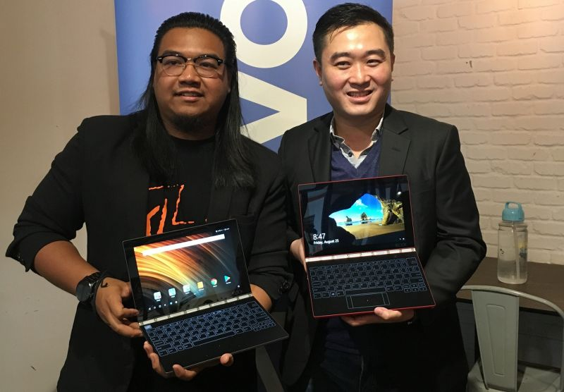 From L-R: Ahmad Hakym Ahmad Hilmy, Founder, KL SketchNation; and Adrian Lesmono, Tablet and Smart Devices Lead, Lenovo Central Asia Pacific.