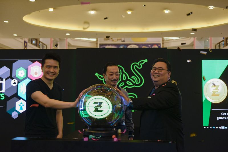 From L-R: Min-Liang Tan, Co-Founder and CEO of Razer, Tan Sri Dato' Seri Vincent Tan, Founder of Berjaya Corporation Berhad, and Preecha Praipattarakul, Group Chief Executive Officer, MOL Group, Inc at the launch ceremony of zGold-MOLPoints.