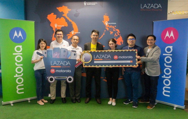 From L-R: Lee Kah Yee, Business Development Manager, ECS ASTAR; Alex Tan, Senior Sales Manager, ECS ASTAR; SM Tan, General Manager ECS ASTAR; Francis Wong, Head of Channel Sales, Motorola Mobility Malaysia; Stephy Lim, Senior Category Manager, Lazada Malaysia; Kenneth Khor, Category Manager, Lazada Malaysia; Teoh EuJin, Marketing Manager, Motorola Mobility Malaysia. <br> Image source: Moto Malaysia.