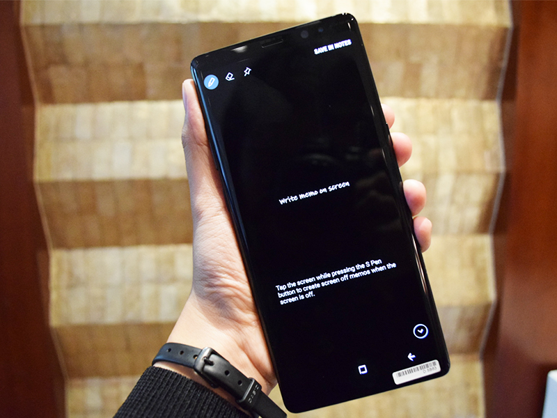 Also using the S-Pen, Note8 users can simply write notes directly on the device even when the screen is turned off.