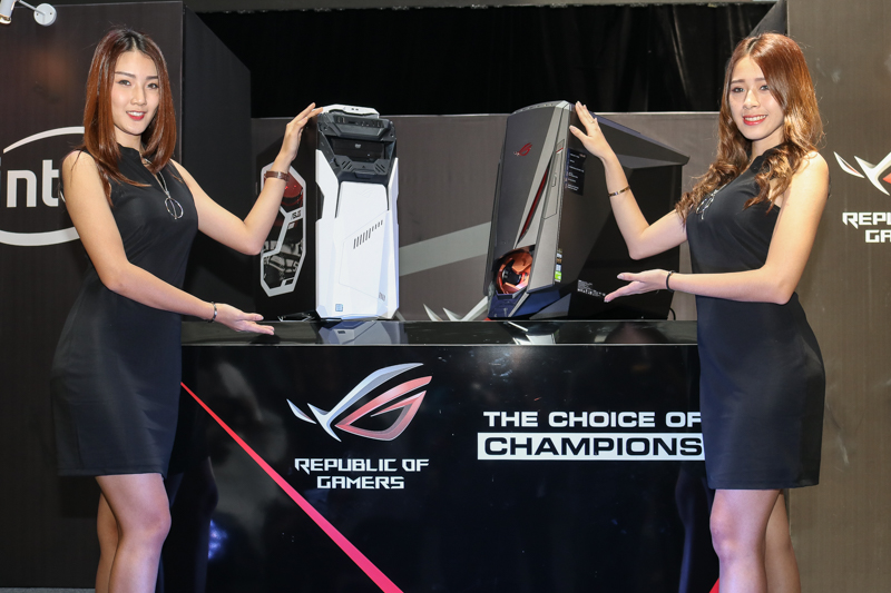 Models flanking the ASUS ROG Strix GD30CI (left) and ROG GT51CH (right).