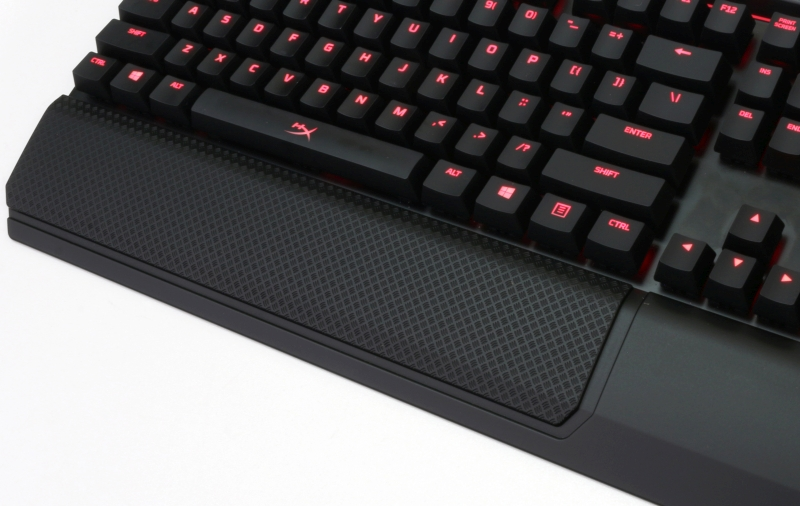 The texture here is also a familiar one that we've seen on the HyperX Pulsefire FPS mouse.