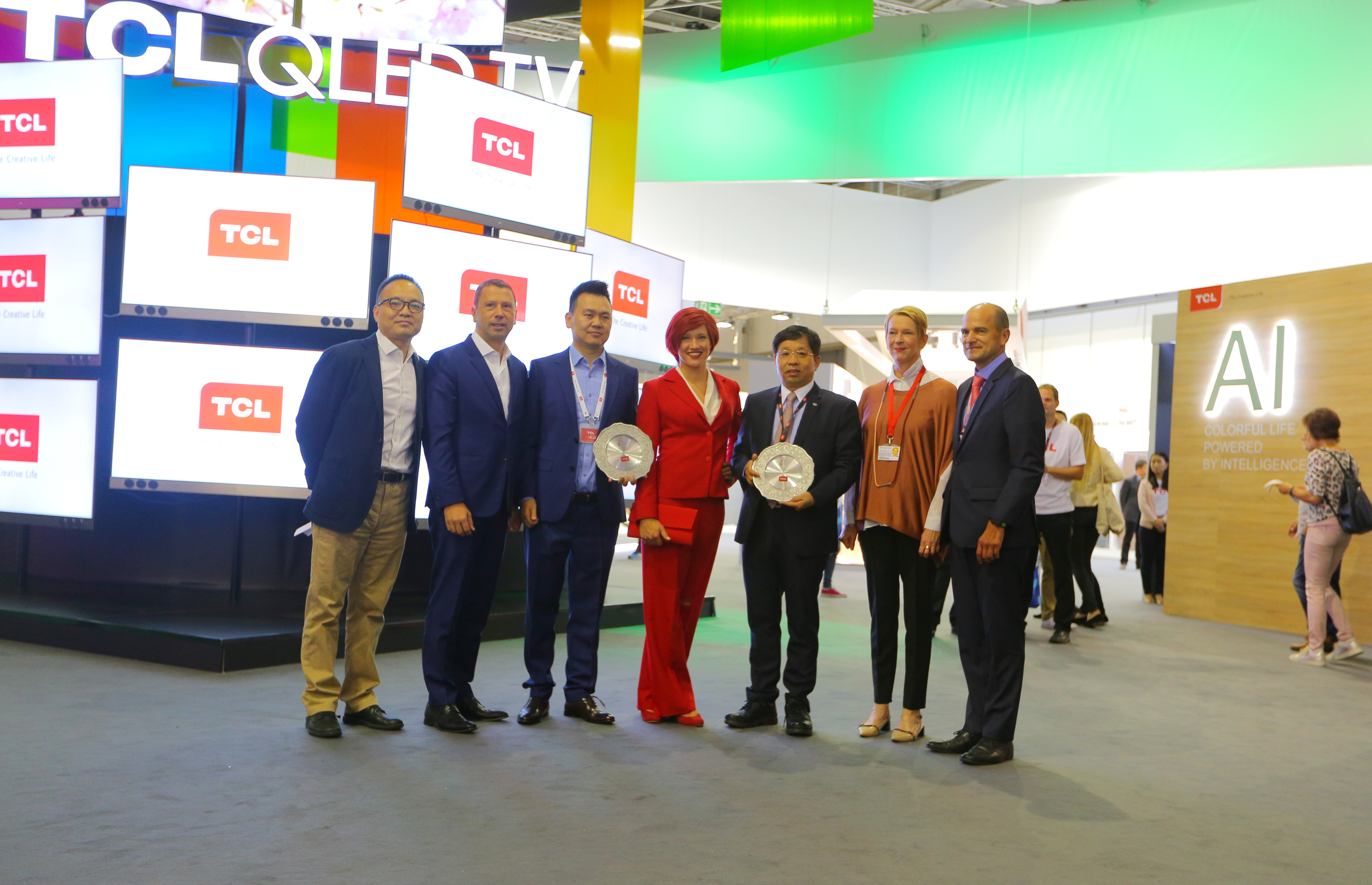 TCL wins prestigious 2017 IFA Product Technical Innovation Awards. (Photo from TCL)
