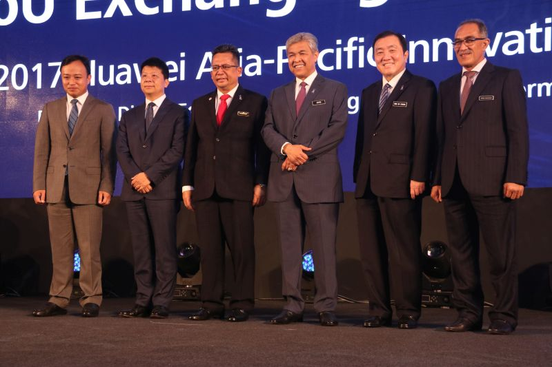 From L-R: Abraham Liu Kang, Chief Executive Officer, Huawei Technologies (Malaysia): Mr Guo Ping, Deputy Chairman of the Board, Rotating CEO; Deputy Prime Minister Datuk Seri Ahmad Zahid Hamidi; Datuk Seri Ong Ka Chuan, Second International Trade and Industry Minister; and YB. Dato' Wan Nawawi Bin Hj. Wan Ismail, Terengganu State Secretary.