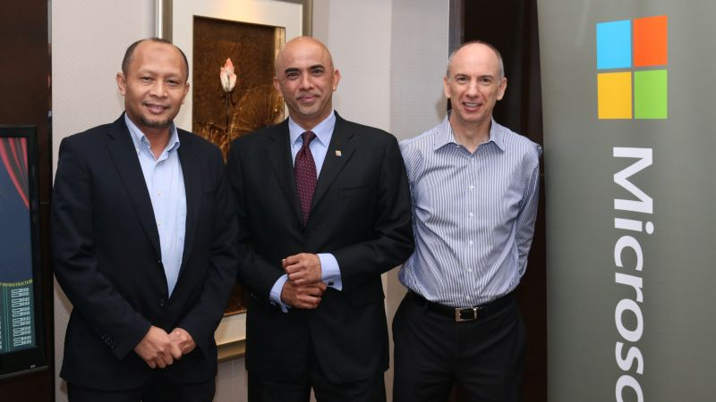 From L-R: Wan Murdani Wan Mohamad, Director, Enabling Ecosystem, MDEC; K. Raman, Managing Director, Microsoft; and Nigel Cain, Architect Manager, Secure Infrastructure Asia, Microsoft Services.