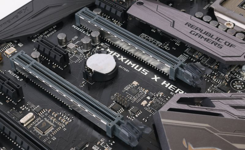 Two reinforced PCIe 3.0 slots for 2-way NVIDIA SLI or AMD mGPU configurations.
