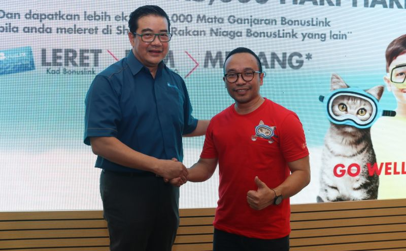 From L-R: Victor Goon, General Manager, BonusKad Loyalty Sdn Bhd, and Ben Mahmud, Head of Retail Marketing, Shell Malaysia Trading Sdn Bhd.