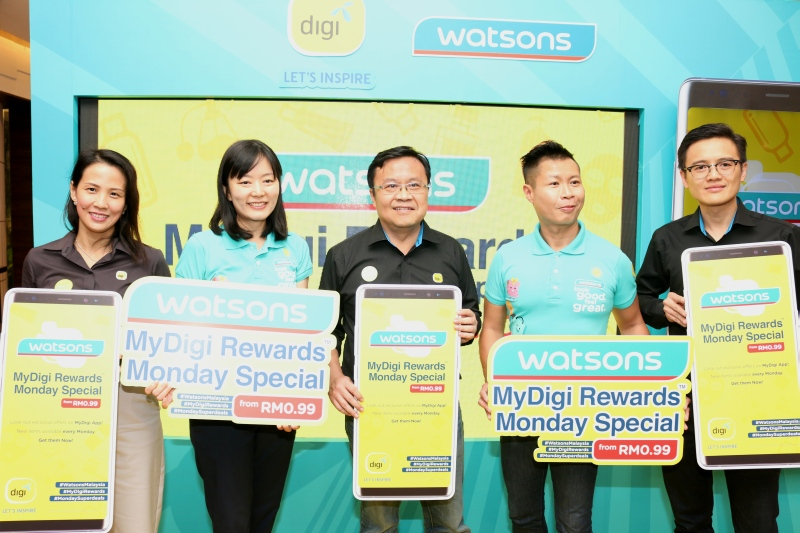 From L-R: Caroline Chin, Head of Loyalty, Digi Malaysia, Foo Hwei Jiek, Head of Trading, Watsons Malaysia, Francis Chang, Head of Customer Engagement, Digi Malaysia, Danny Hoh, Customer Director, Watsons Malaysia and How Lih Ren, Head of iTelco, Digi Malaysia.