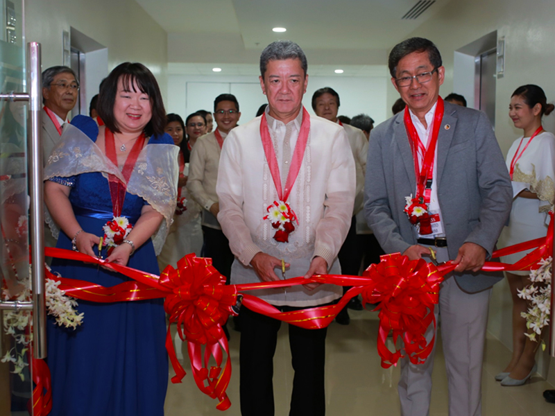 (from left to right) Head of Fujitsu's Global Delivery Center in the Philippines Arlene Gregorio, Fujitsu Executive Vice President and Head of Global Delivery Hidenori Furuta, and Undersecretary of the Department of Information and Communications Technology of the Philippines (DICT) Monchito Ibrahim attend the opening of the new Fujitsu GDC in Cebu.