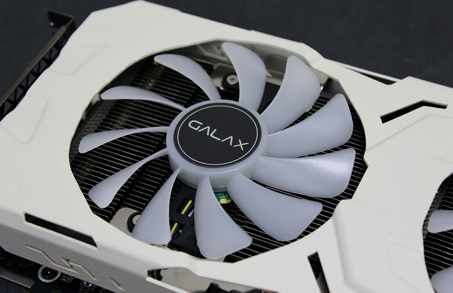 Large 100mm fans blow cool air across the large heatsink.