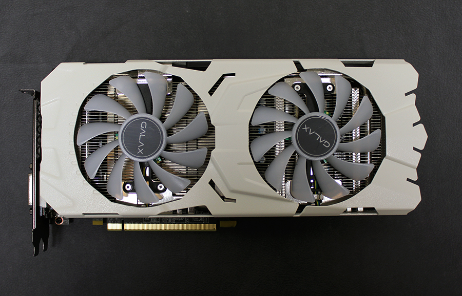 The Galax GeForce GTX 1070 Ti EX-SNPR White comes, predictably, with a large white custom cooler.