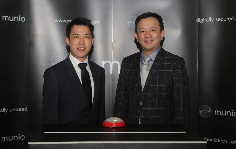 From L-R: Bernard Seah, Business Development Director, Munio, and Joseph Giam, Executive Director, Glocomp Systems. <br>Image source: Munio Sdn Bhd.