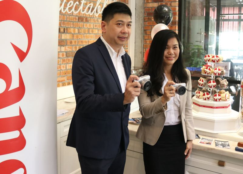 Jeffrey Kung, Assistant Director, and Sandy Lee, Senior Marketing Manager, Canon Marketing Malaysia.