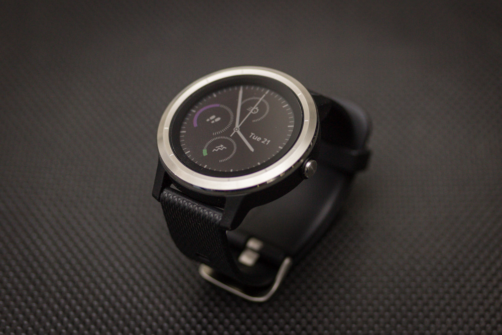 The always-on display lets you see the time, all the time, without having to activate the screen.