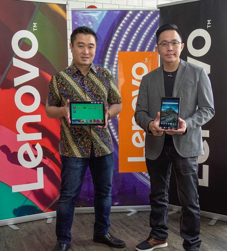 From L-R: Adrian Lesmono, Tablet and Smart Devices Lead, Lenovo Central Asia Pacific; and Andy Tan, Consumer 4P Manager, Lenovo Malaysia, together with the Lenovo Tab 4 8 and Lenovo Tab 4 10 Plus.
