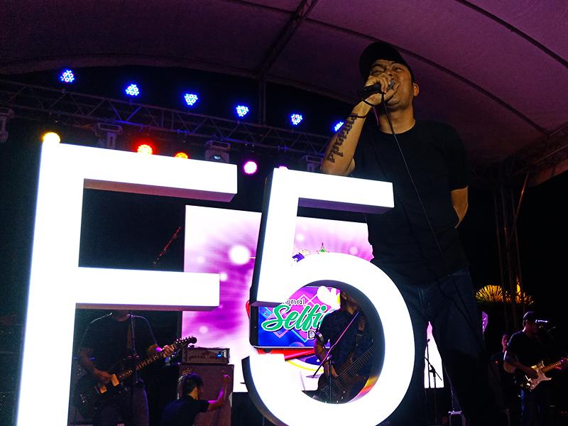 OPM band Parokya ni Edgar also joined the celebration of #NationalSelfieDay.