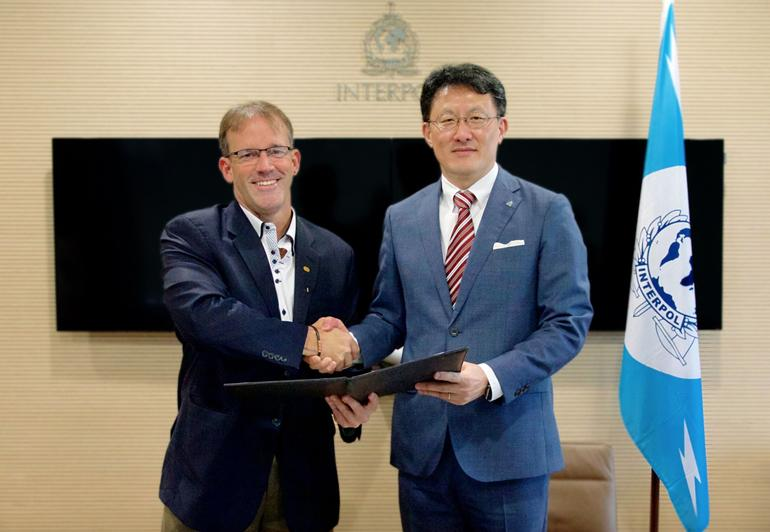 John N. Stewart, Senior Vice President and Chief Security and Trust Officer at Cisco (left) and Noboru Nakatani, Executive Director of IGCI (right). (Image from ZDNET)