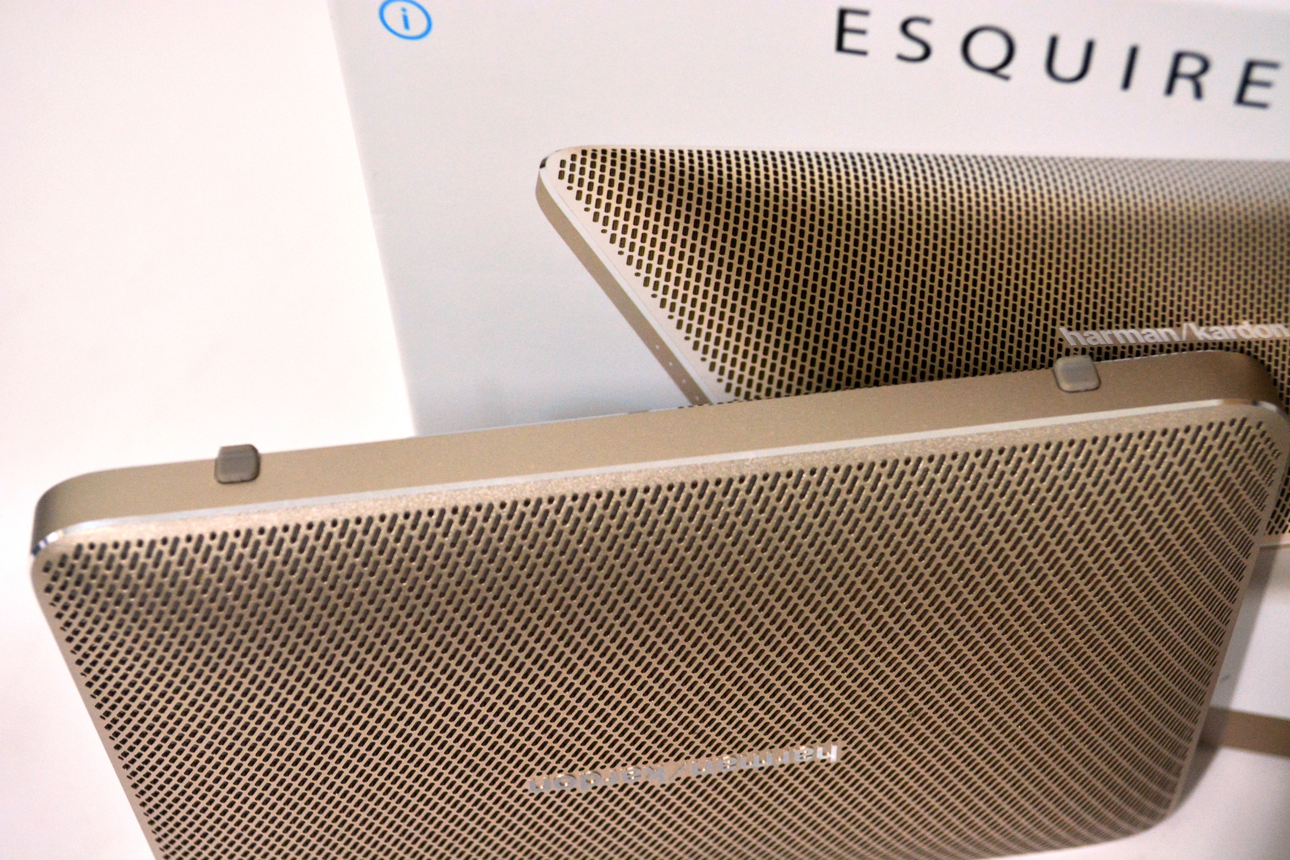 The Esquire 2 has a pair of rubber feet on the bottom to keep the device stand in its place.