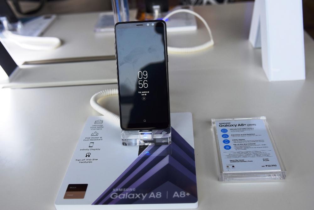 Samsung, Galaxy A8, Galaxy A8+. mobile phone, smartphone, Yassi Pressman