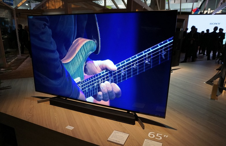 the bravia a8f and x9000f are sony 39 s flagship 4k oled and lcd tvs this year. Black Bedroom Furniture Sets. Home Design Ideas