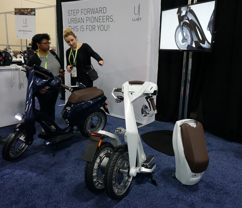 park, fold and cart this electric scooter\u0027s battery pack to charge
