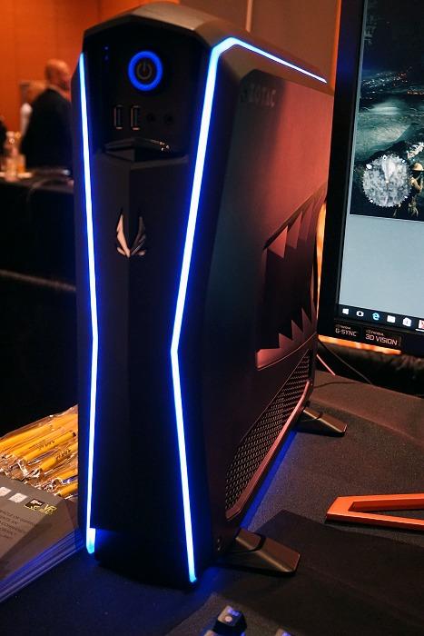A closer look at the Zotac MEK1 gaming PC.