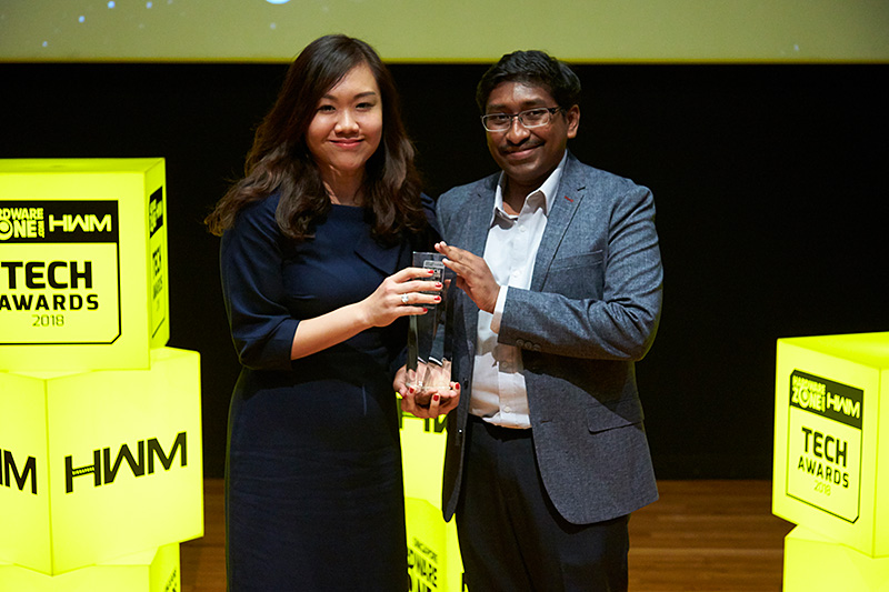 Challenger is once again voted by our readers as their favorite local consumer electronics chain store. Receiving the award here is Ms. Loo Pei Fen, Chief Marketing Officer, Challenger Technologies.