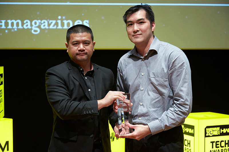 The Alienware 25 Gaming Monitor (AW2518H) is the Editor's Choice winner for Best Gaming Monitor, while Dell/Alienware remains our readers' favorite gaming notebook brand. Accepting the awards here is Mr. Chiang Ying Leong from Dell.