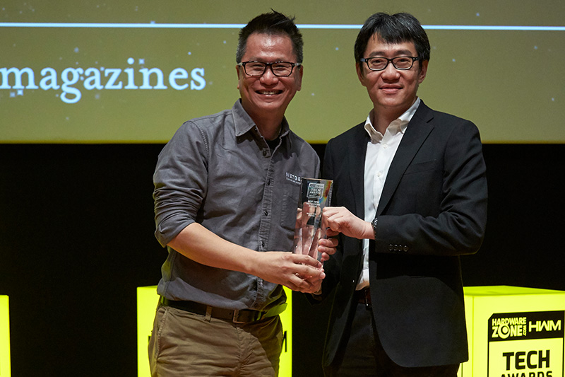 Netgear's Orbi (RBK50) is our Editor's Choice winner for Best Mesh Networking System. Accepting the award here is Mr. Isaac Lim, Sales Director South East Asia for Netgear.