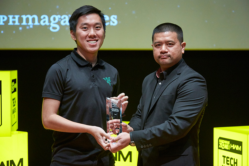 Razer is once again our readers' favorite gaming keyboard and mouse maker. Accepting the award here is Mr. Vjin Cheng from Razer.