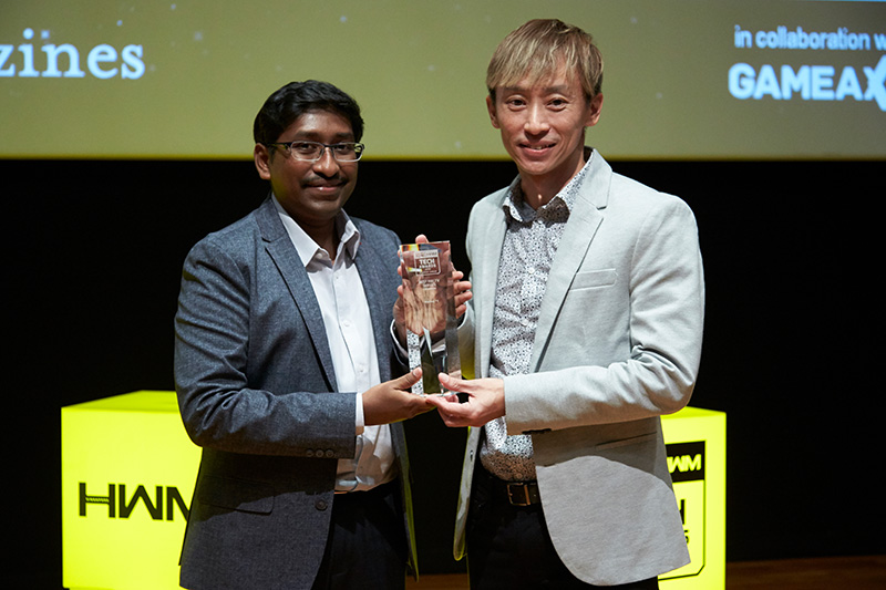 StarHub TV is once again voted by our readers as their favorite local pay TV service. Accepting the award here is Mr. Tang Yong Hir, Assistant Vice President, TV, Product, StarHub.