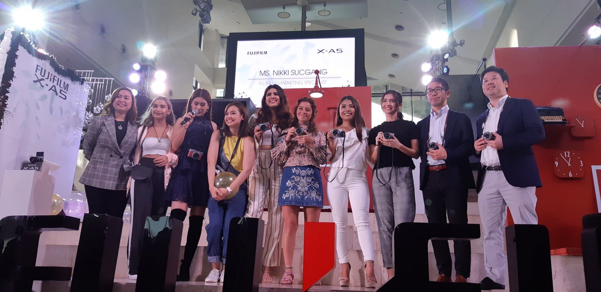 Celebrities/brand ambassadors, together with the executives of Fuijfilm Philippines, graced the launch of the new mirrorless camera called the Fujifilm X-A5.